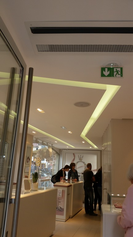 plafond-decoratif-boutique-pandora-colmar-68-05